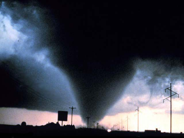 long in an average year 1000 TORNADOES are reported nationwide