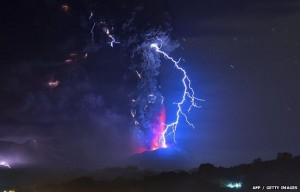 volcano-eruption-lightning1
